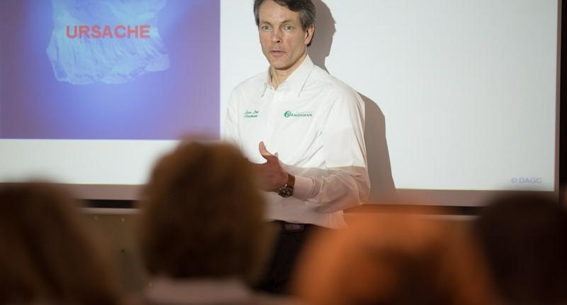 Gesundheitsforum Dozent und Chiropraktiker Jaan Peer Landmann Chiropraxis Landmann bei Hamburg