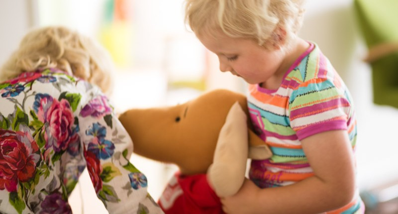 Kinder Behandlung durch Chiropraktik in Chiropraxis Landmann bei Hamburg