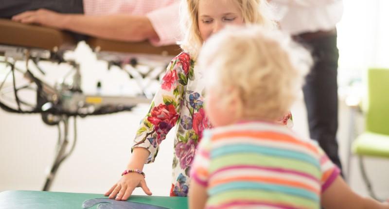 Kinder bei Chiropraktiker Jaan Peer Landmann bei Hamburg