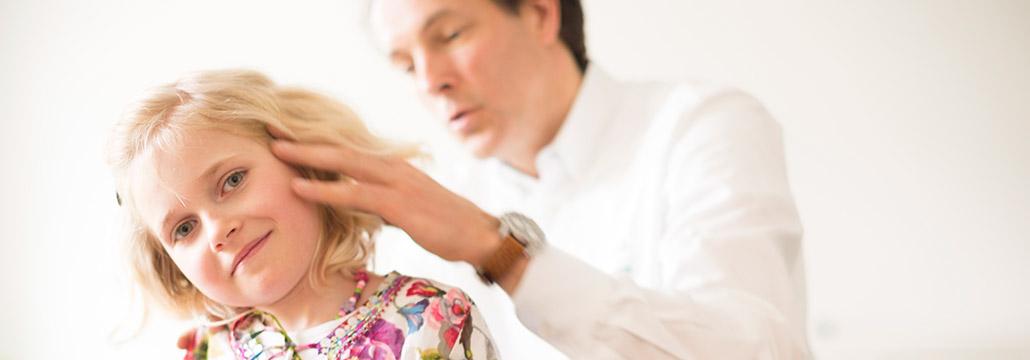 Kind in Behandlung Chiropraxis Landmann bei Hamburg