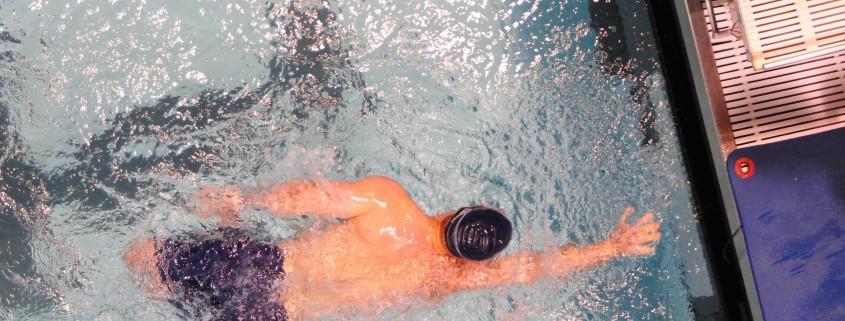Beckentraining durch Schwimmen, gelenkschonender Sport für jedes Alter, Chiropraxis Landmann bei Hamburg